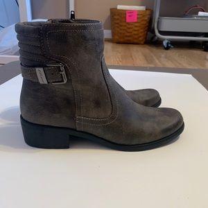 ANNE KLEIN SPORT Grey Buckle Boots Mid Size Heal